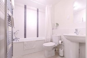 Bathroom of 2 Bed Apartment to Rent in Hemel Hempstead