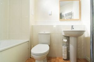 Main bathroom of luxury 2 bed apartment to rent in Hemel Hempstead