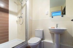 En-suite of 2 bed serviced apartment to rent in Hemel Hempstead