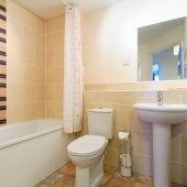 Bathroom of luxury 2 bed apartment to rent in Hemel Hempstead