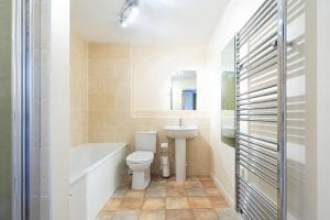 Bathroom and Shower of 1 Bed Serviced Apartment to Rent in Hemel Hempstead