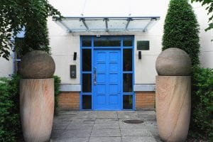 Handleys Court Entrance of 2 Bed Apartment to Rent in Hemel Hempstead